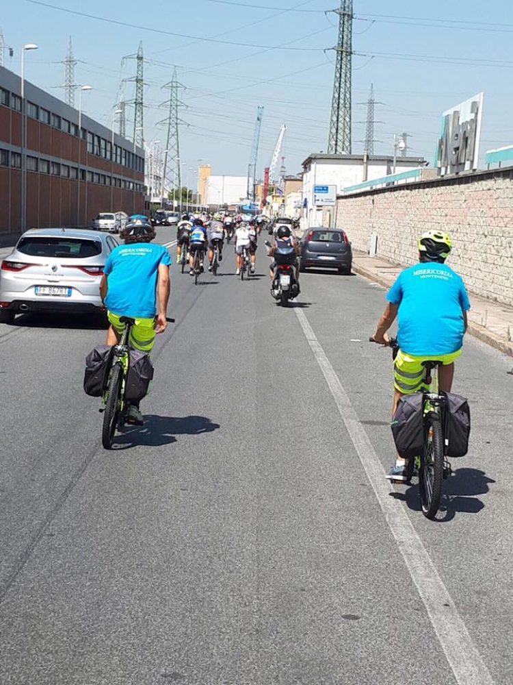 E ancora il Gruppo Ciclistico della Misericordia di Montenero impegnato nell'assistenza al Trofeo Mondiale di Ciclismo per amatori
